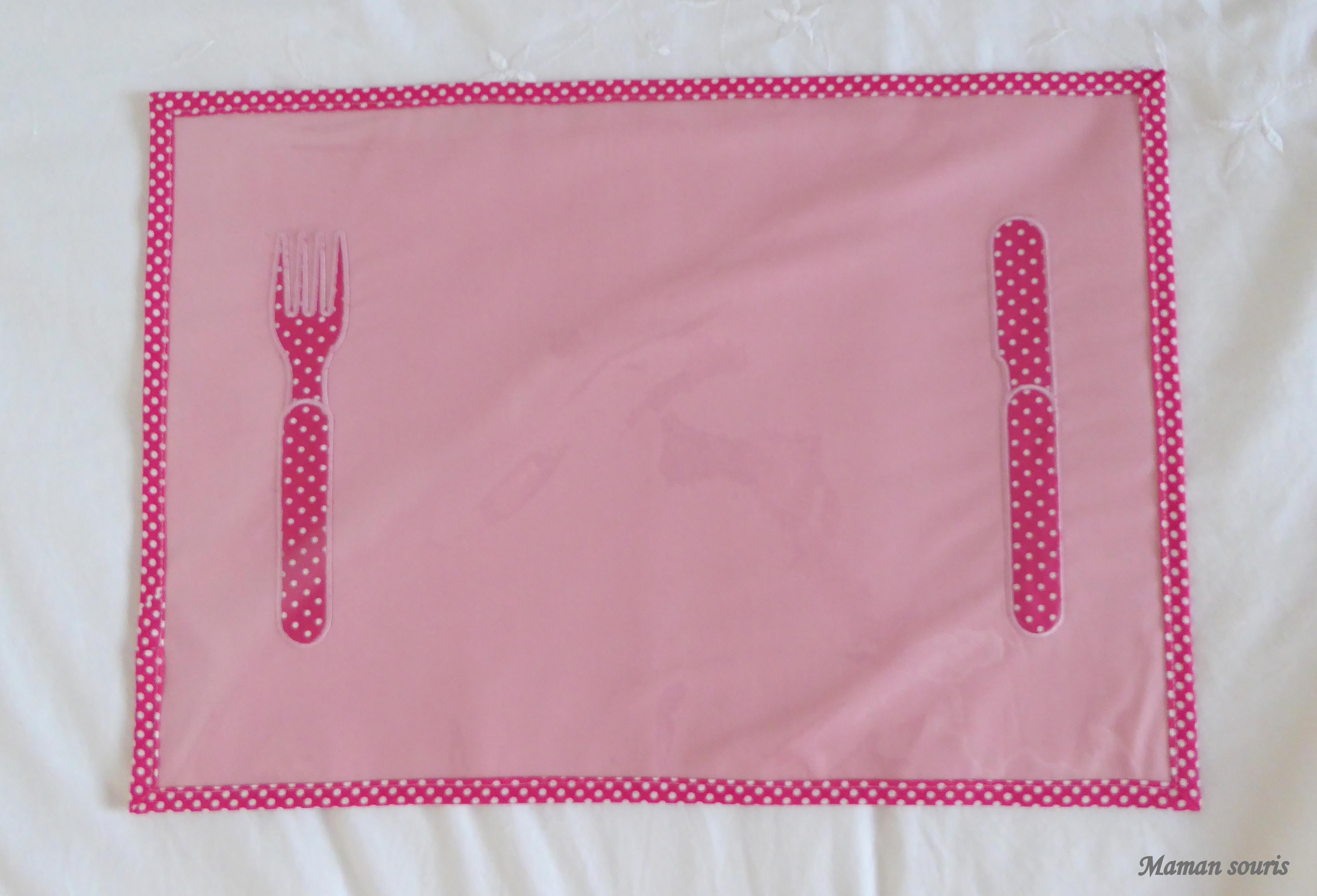 Les enfants mettez le couvert maman souris for Un set de table